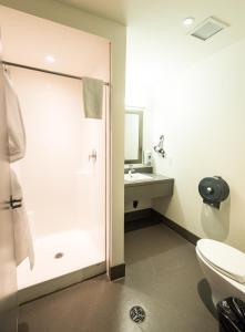 A bathroom at HI Calgary City Centre Hostels