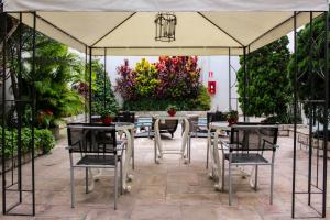 A restaurant or other place to eat at El Golf Hotel Boutique