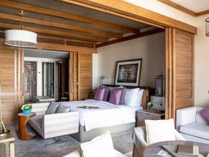 Кровать или кровати в номере Jumeirah Al Naseem
