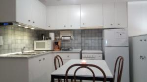 A kitchen or kitchenette at Suite Home