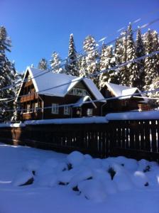 Гостевой Дом Домашний Очаг  зимой
