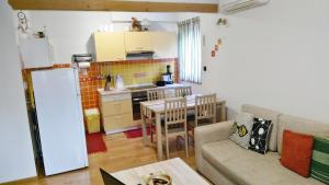 A kitchen or kitchenette at Apartment Romina