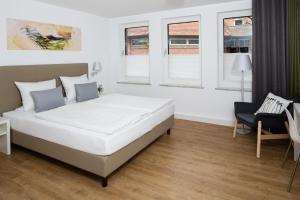 Cama o camas de una habitación en Hotel am alten Park