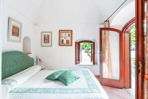 A bed or beds in a room at Casa Claudius - Positano