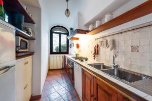 A kitchen or kitchenette at Casa Claudius - Positano