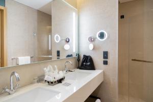 A bathroom at Swissotel Sarajevo