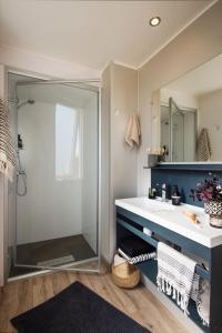 A bathroom at Camping Pascalounet