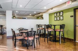 A restaurant or other place to eat at Sleep Inn & Suites Bensalem