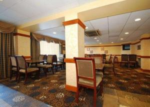 A restaurant or other place to eat at Quality Inn & Suites Bensalem