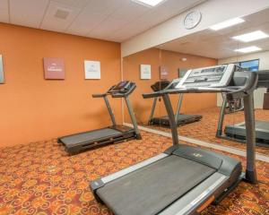 The fitness center and/or fitness facilities at Comfort Suites Altoona