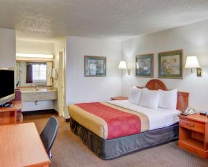 A bed or beds in a room at Econo Lodge Decatur