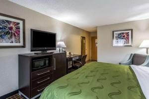 A bed or beds in a room at Quality Inn & Suites El Paso I-10
