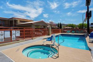 The swimming pool at or near Econo Lodge Hurricane - Zion National Park Area