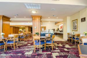 A restaurant or other place to eat at Comfort Suites Innsbrook - Short Pump