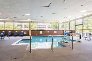 The swimming pool at or near Comfort Suites Innsbrook - Short Pump