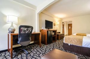 A television and/or entertainment center at Comfort Suites Innsbrook - Short Pump