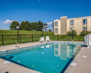 The swimming pool at or near Comfort Inn Wytheville