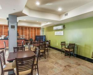 A restaurant or other place to eat at Sleep Inn & Suites Winchester
