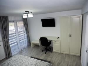 Un televizor și/sau centru de divertisment la Moldi Moldovita Mocanita