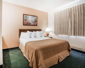 A bed or beds in a room at Quality Inn Uptown