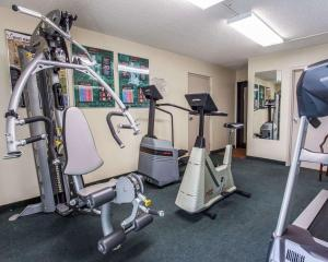 The fitness centre and/or fitness facilities at Quality Inn & Suites Everett/Seattle