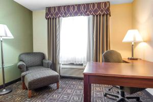 A seating area at Comfort Inn Weirton