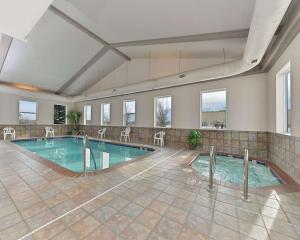 The swimming pool at or near Comfort Inn & Suites Riverton