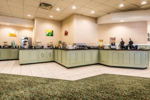 A restaurant or other place to eat at Quality Inn near Finger Lakes and Seneca Falls