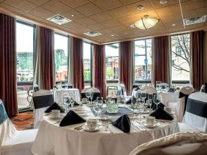 A restaurant or other place to eat at The Golden Hotel, Ascend Hotel Collection