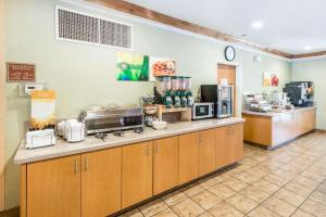 A restaurant or other place to eat at Quality Inn & Suites Denver International Airport