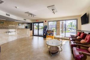 The lobby or reception area at Quality Inn Florida City-Florida Keys Area