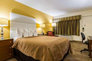 A bed or beds in a room at Quality Inn Florida City-Florida Keys Area