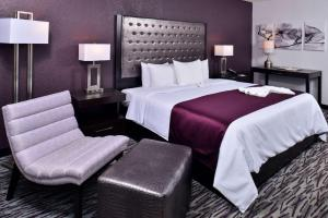 A bed or beds in a room at Clarion Inn & Suites Across From Universal Orlando Resort