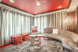 A seating area at Inn at the Peachtrees, Ascend Hotel Collection