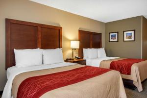 A bed or beds in a room at Comfort Inn Sandy Springs – Perimeter