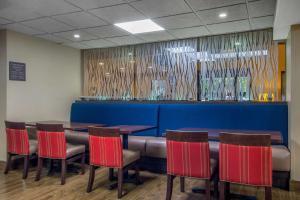 The lounge or bar area at Comfort Inn Sandy Springs – Perimeter
