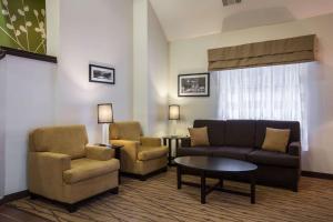 A seating area at Sleep Inn Atlanta Airport