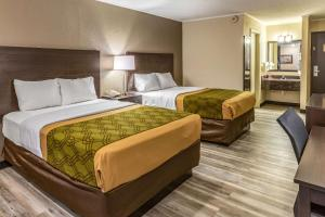 A bed or beds in a room at Econo Lodge Inn & Suites Newton
