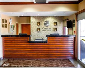 The lobby or reception area at Comfort Inn & Suites Coralville - Iowa City near Iowa River Landing