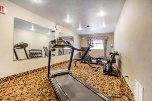The fitness center and/or fitness facilities at Quality Inn