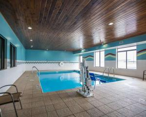 The swimming pool at or near Quality Inn Peru