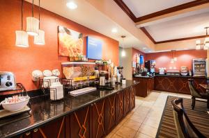 A restaurant or other place to eat at Comfort Inn and Suites North East
