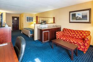 A seating area at Comfort Inn and Suites North East
