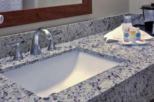 A bathroom at Comfort Inn Brunswick - Freeport