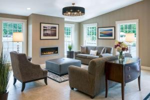 A seating area at Port Inn & Suites Kennebunk, Ascend Hotel Collection