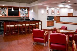 The lounge or bar area at Clarion Hotel Airport Portland