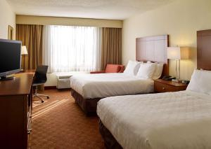A bed or beds in a room at Clarion Hotel Airport Portland