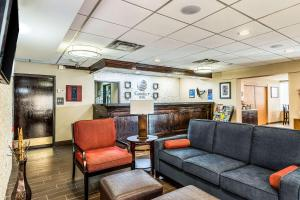 The lobby or reception area at Comfort Inn Downtown Detroit