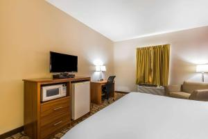 A bed or beds in a room at Quality Inn & Suites Chesterfield Village