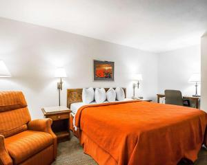 A bed or beds in a room at Quality Inn & Suites North Springfield